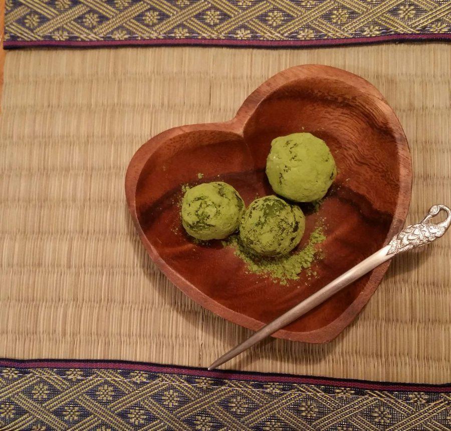 Truffes chocolat blanc et thé vert Matcha pour la Saint-Valentin / White chocolate with Matcha truffles for Saint-Valentine's day