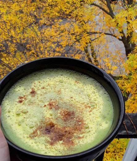 Matcha latté au lait doré / Golden milk Matcha latte